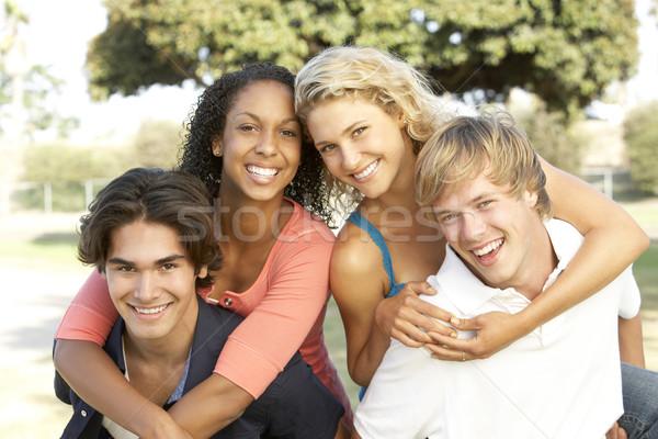 Csoport tinédzserek szórakozás férfi nők boldog Stock fotó © monkey_business