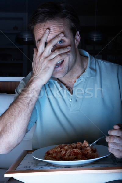 Bange man genieten maaltijd kijken tv Stockfoto © monkey_business