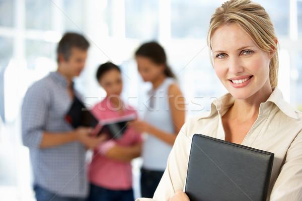 üzletasszony iroda dolgozik női ruha mosolyog Stock fotó © monkey_business