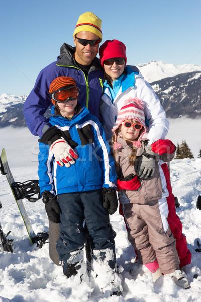 Familie schi vacanţă munţi fată copii Imagine de stoc © monkey_business
