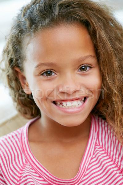 Hoofd schouders portret jong meisje kinderen sofa Stockfoto © monkey_business
