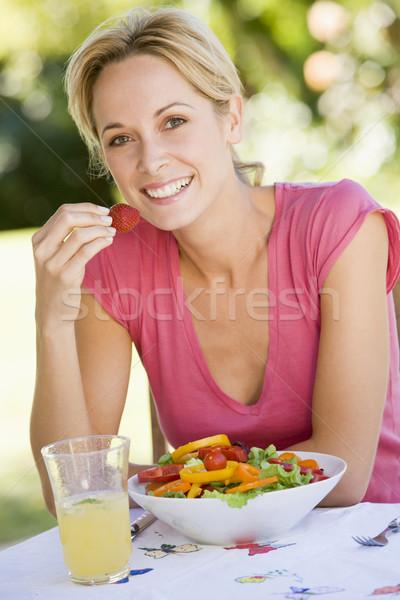 Stockfoto: Vrouw · genieten · salade · tuin · voedsel · home
