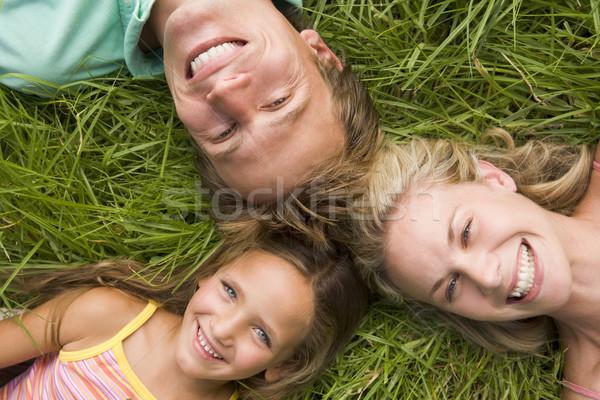 Famille herbe souriant enfant père dormir Photo stock © monkey_business