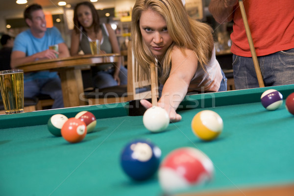 Mulher jovem jogar piscina bar cerveja bola Foto stock © monkey_business