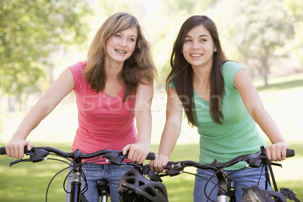 Ragazze adolescenti biciclette felice amici bike teen Foto d'archivio © monkey_business