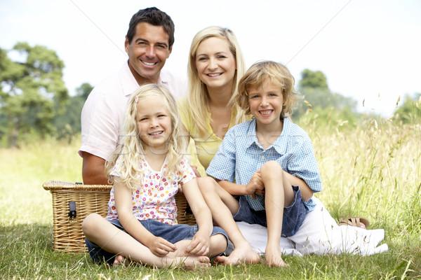 Foto d'archivio: Famiglia · picnic · campagna · sorriso · uomo · felice