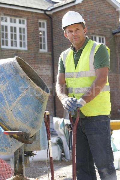 Zdjęcia stock: Pracownik · budowlany · cementu · domu · budynku · domu · mężczyzn