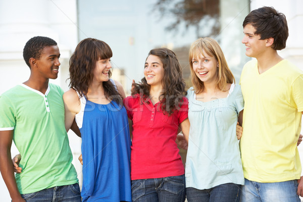 Grupo adolescente estudantes em pé fora faculdade Foto stock © monkey_business