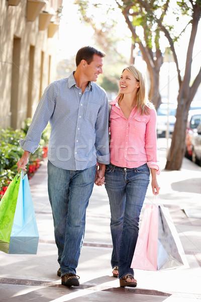Pár hordoz vásárlás nő boldog sétál Stock fotó © monkey_business