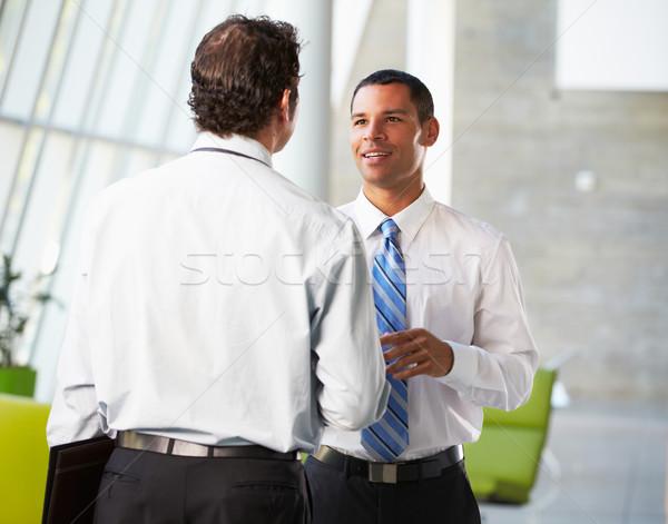 Foto stock: Dos · empresarios · informal · reunión · moderna · oficina