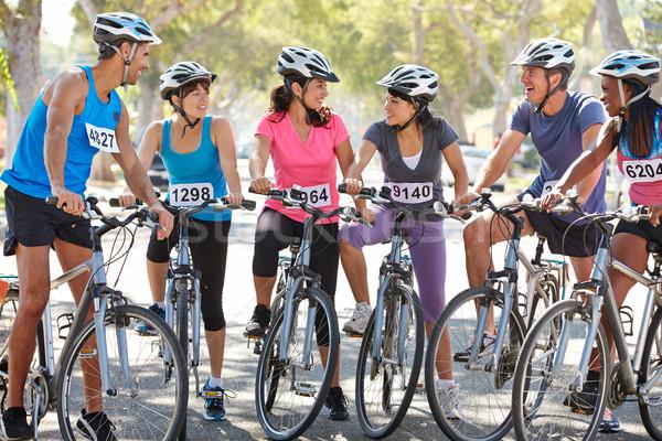 Retrato ciclismo club suburbano calle mujer Foto stock © monkey_business