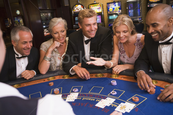 Groupe amis jouer blackjack casino cinq personnes Photo stock © monkey_business