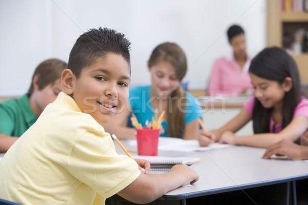 Foto stock: Escola · primária · sala · de · aula · masculino · crianças · criança · lápis
