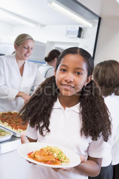 Stock fotó: Iskolás · lány · tart · tányér · ebéd · iskola · büfé