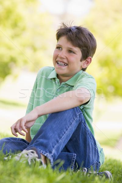 Stok fotoğraf: Oturma · açık · havada · gülen · mutlu · çocuk