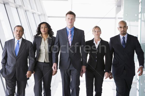 Gruppo uomini d'affari piedi fotocamera ufficio donne Foto d'archivio © monkey_business