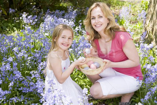 Stockfoto: Moeder · dochter · Pasen · naar · eieren · buitenshuis