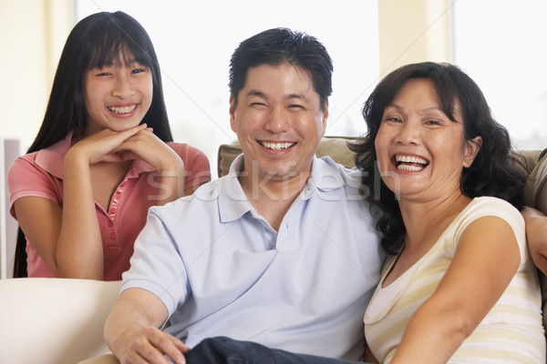 Famiglia seduta insieme home ragazza uomo Foto d'archivio © monkey_business