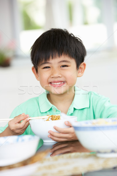 Jonge chinese jongen vergadering home eten Stockfoto © monkey_business