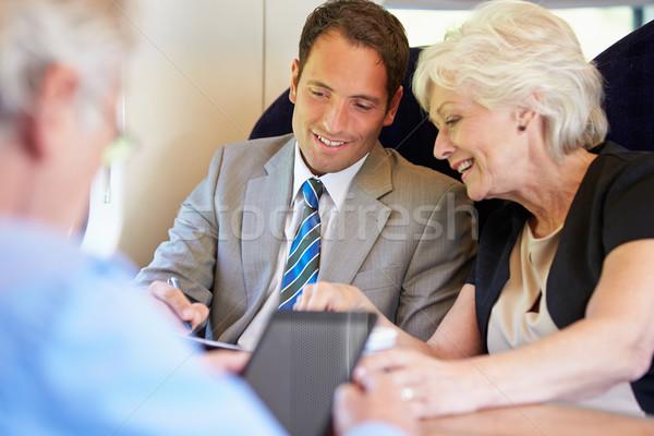 üzletemberek megbeszélés vonat nők technológia üzletember Stock fotó © monkey_business