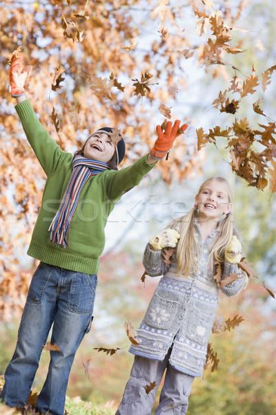 Kettő gyerekek dob levelek levegő őszi levelek Stock fotó © monkey_business