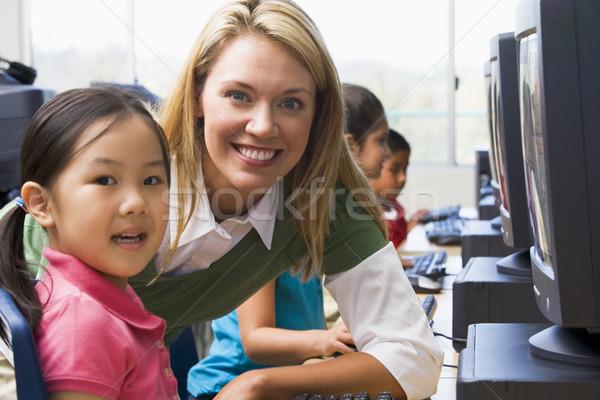 Stock foto: Lehrer · helfen · Kindergarten · Kinder · lernen · Computer