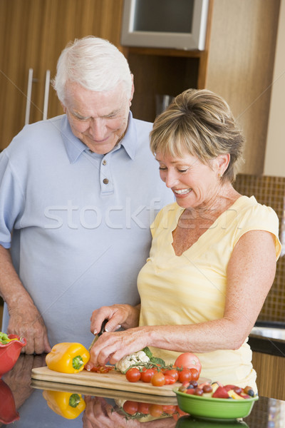 Férj feleség zöldségek boldog vacsora kés Stock fotó © monkey_business
