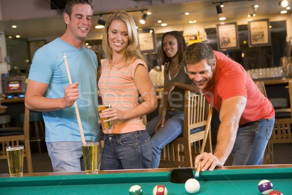 Jovens adultos jogar piscina bar cerveja casal Foto stock © monkey_business