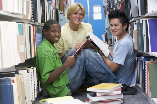 Сток-фото: группа · университета · студентов · рабочих · библиотека · три