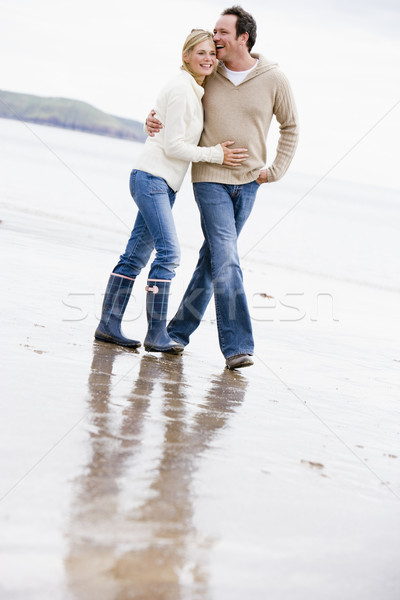 Couple marche plage bras souriant homme Photo stock © monkey_business