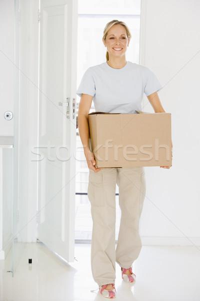 Kadın kutu hareketli yeni ev gülümseyen kadın gülen Stok fotoğraf © monkey_business