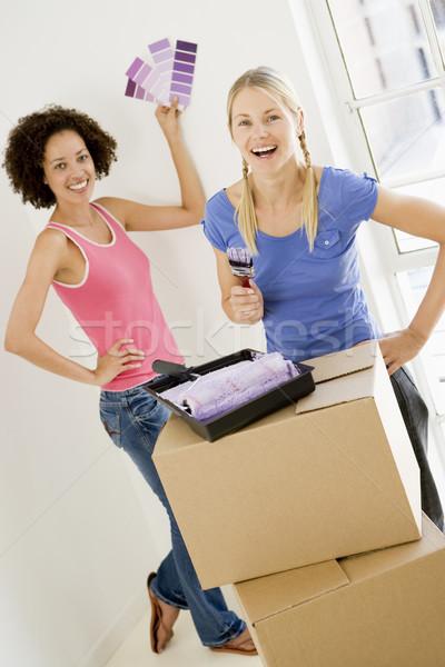 Dos mujeres pintura nuevo hogar sonriendo mujer casa Foto stock © monkey_business