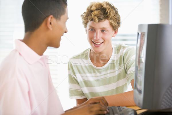 Adolescentes internet tecnologia amigos educação Foto stock © monkey_business