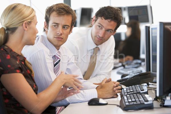 Stock kereskedő csapatmunka számítógép férfiak dolgozik Stock fotó © monkey_business