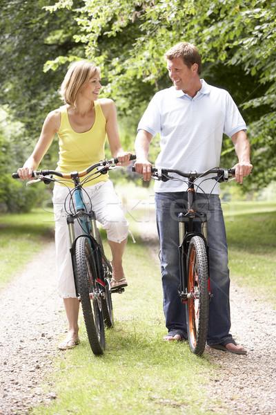 Stockfoto: Paar · paardrijden · fietsen · platteland · glimlach · man