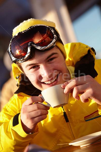 Genieten warme drank gelukkig sneeuw teen Stockfoto © monkey_business