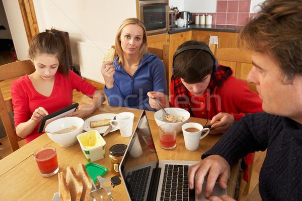 Foto stock: Adolescente · família · alimentação · café · da · manhã · juntos