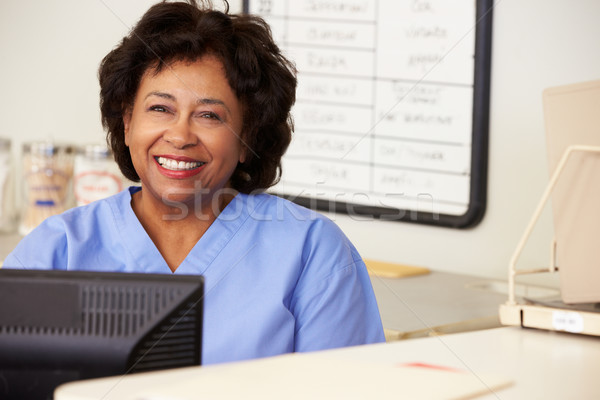 ストックフォト: 看護 · 駅 · 女性 · 女性