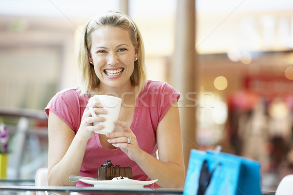 Stock fotó: Nő · eszik · darab · torta · bevásárlóközpont · kávé