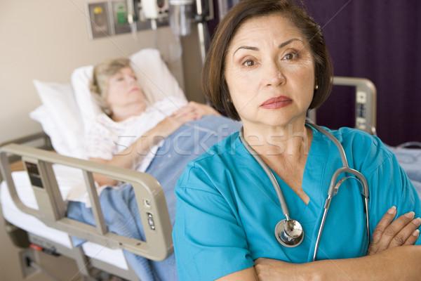 Orvos áll keresztbe tett kar szoba kórház beteg Stock fotó © monkey_business