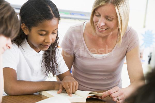 Studentessa insegnante lettura libro classe donna Foto d'archivio © monkey_business