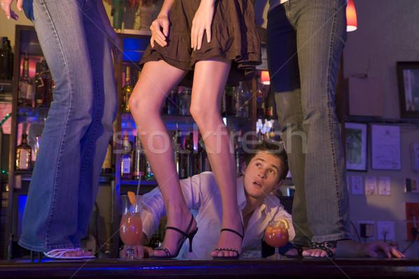 Stock fotó: Csapos · három · fiatal · nők · tánc · bár · pult