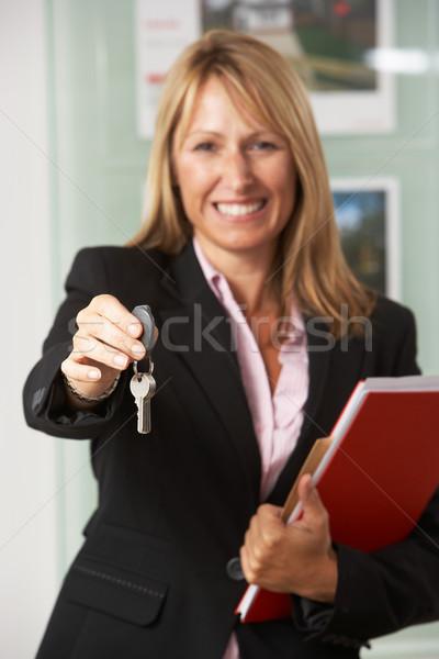 Retrato feminino corretor de imóveis escritório teclas casa Foto stock © monkey_business