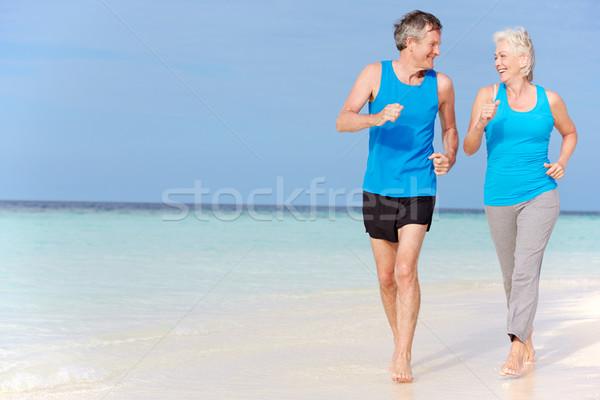 Stock fotó: Idős · pár · fut · gyönyörű · tengerpart · férfiak · homok