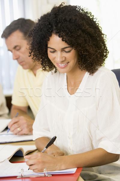 Felnőtt nő tanul egyéb felnőtt diákok toll Stock fotó © monkey_business