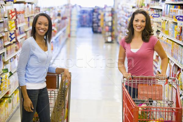 Foto d'archivio: Due · donne · riunione · supermercato · due · donna · alimentari
