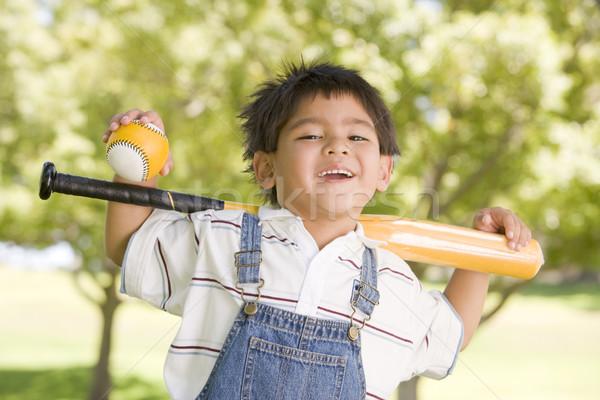 Honkbalknuppel buitenshuis glimlachend glimlach Stockfoto © monkey_business