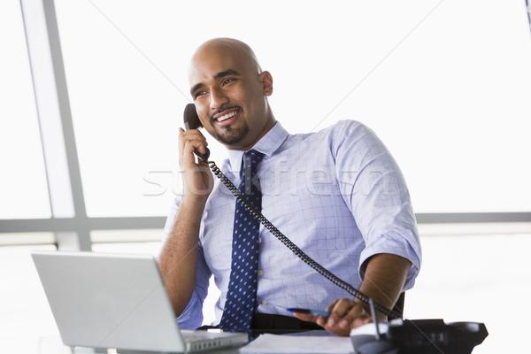 Zakenman praten telefoon kantoor man stad Stockfoto © monkey_business