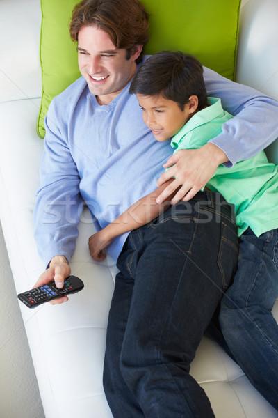 Stockfoto: Vader · zoon · ontspannen · sofa · kijken · tv