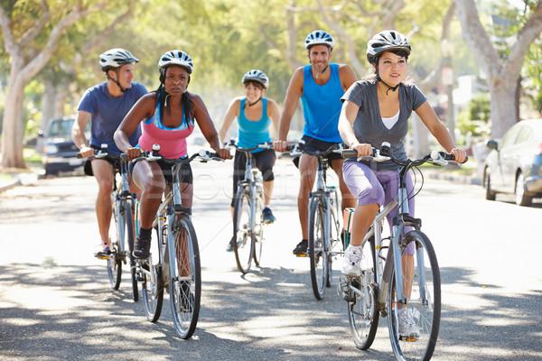 Grupo ciclistas suburbano calle carretera mujeres Foto stock © monkey_business